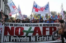 Estiman en más de 70.000 personas los asistentes a la marcha NO + AFP.-