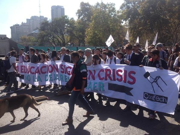 Estudiantes realizan masiva marcha por diversas ciudades del país en medio de críticas a la reforma al sistema universitario