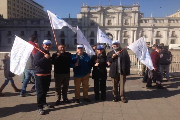 ANDIME se hace presente en banderazo de funcionarios públicos frente al Palacio de la Moneda