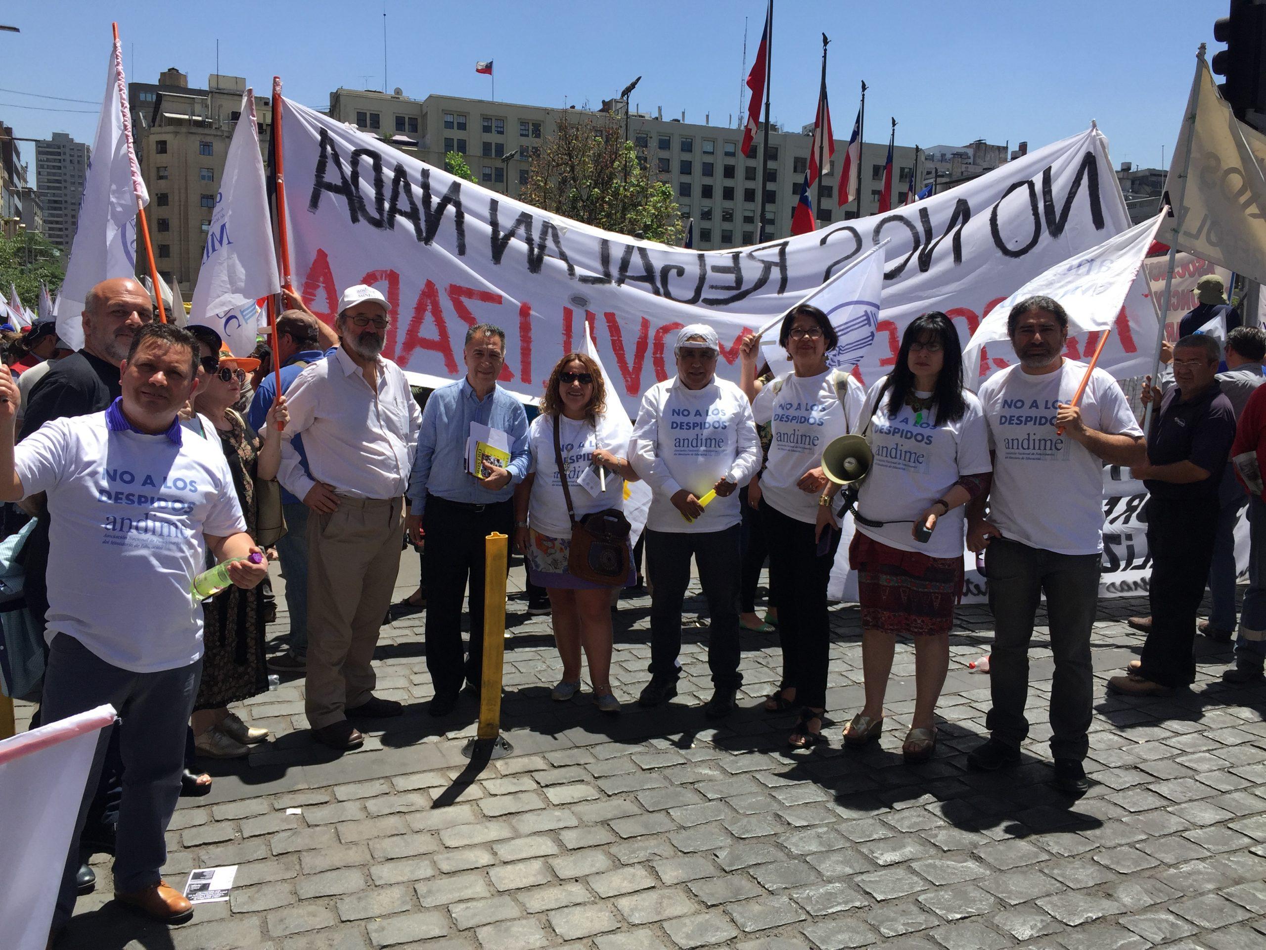 Minuto a minuto: Con presencia de ANDIME Trabajadores del Estado se manifestaron en el frontis de la Moneda