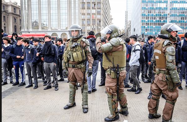 Funcionarios del Mineduc repudian sitio policial montado por las autoridades en el Instituto Nacional y otros establecimientos educacionales de la Región Metropolitana